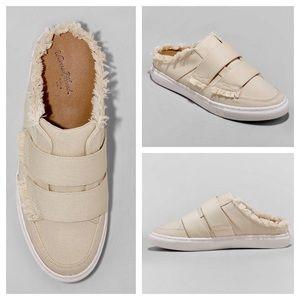 Universal Thread Aurora Cream Backless Sneakers 6M